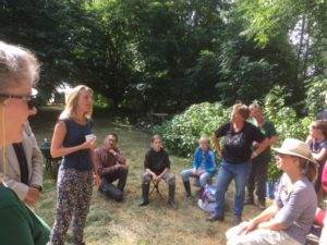 Laura van den Berg van Milieudefensie maakt kennis.